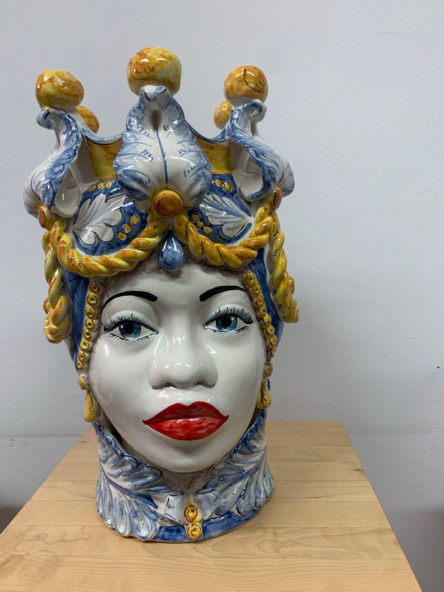 Testa Afro Donna Con Turbante Decorato In Azzurro